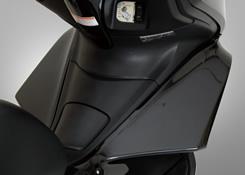PCX125(10~11年) ワイドレッグガード FRP製・黒 MAGICAL RACING(マジカルレーシング)