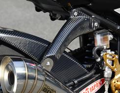 GSR750(10年~) マフラーステー 綾織りカーボン製 MAGICAL RACING(マジカルレーシング)
