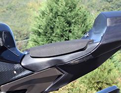 YZF-R1(15年) シート台 FRP製 黒 MAGICAL RACING(マジカルレーシング)