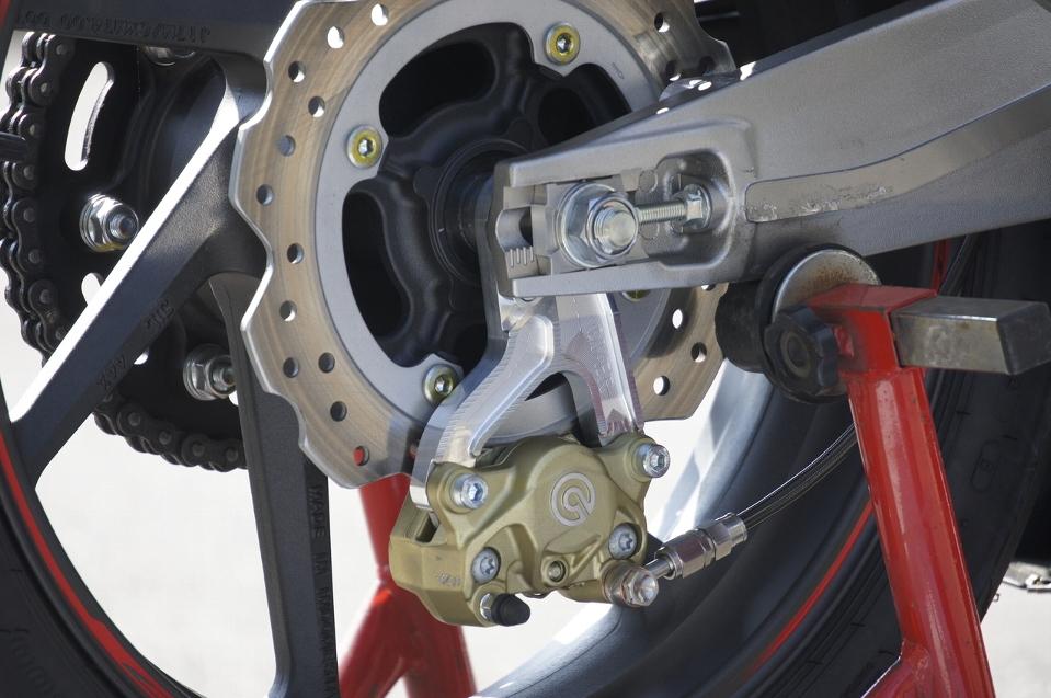 CBR250RR Rキャリパーサポート ブレンボ2P用 シルバー OVER(オーバーレーシング)