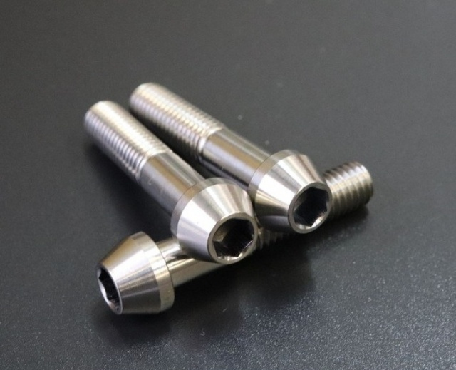 NinjaH2(15年) バックステップ用スタンダード・耐久ペダル共通βチタニウムボルトテーパーキャップセット プレーン表面処理なし woodstock(ウッドストック)