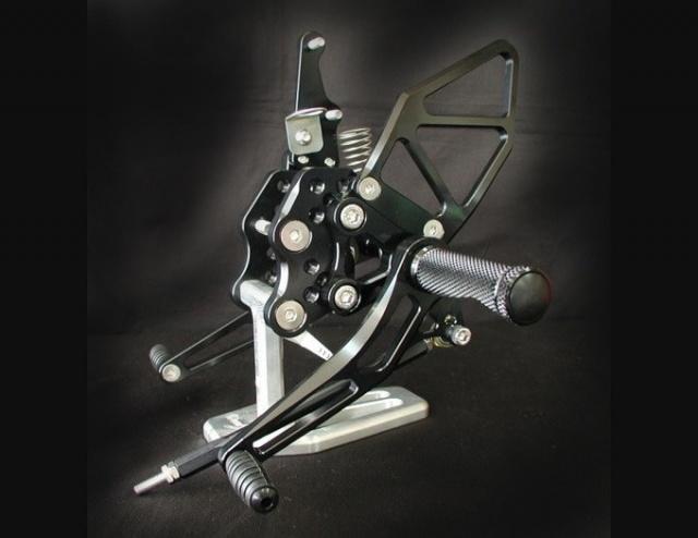 GSX-R1000(05~06年) バックステップキット・オールブラック woodstock(ウッドストック)