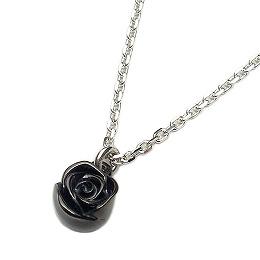 [3日以内に発送] PUERTA DEL SOL(プエルタデルソル)NE674BK ローズチャームネックレスブラックチタンコーティングシルバーチェーン付♪(38~43cmフリーサイズ)【バラネックレス】2011-1'st Collection [Blue Rose]【ギフト包装-対応】