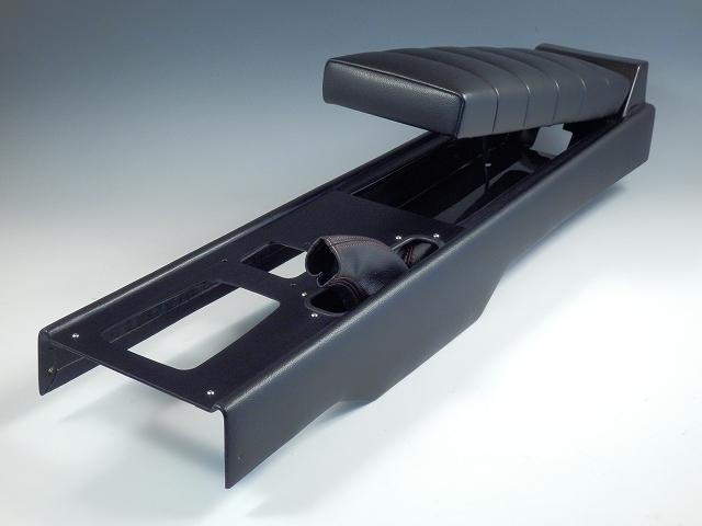 60年代のスポーツカーを彷彿させる トラディショナルなフォルムを持つコンソール お得なキャンペーンを実施中 トラッドスタイルコンソール黒塗装 1989年~1997年NAロードスターAT 車用 期間限定お試し価格 オートマ