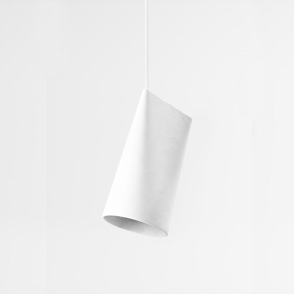 このシンプルなペンダントランプを使用すると 直接または斜めに照らすことができます MOEBE ムーベ Ceramic Pendant - ライト SALE Narrow 白 灯り セール商品 white セラミックペンダント-狭い ペンダントライト