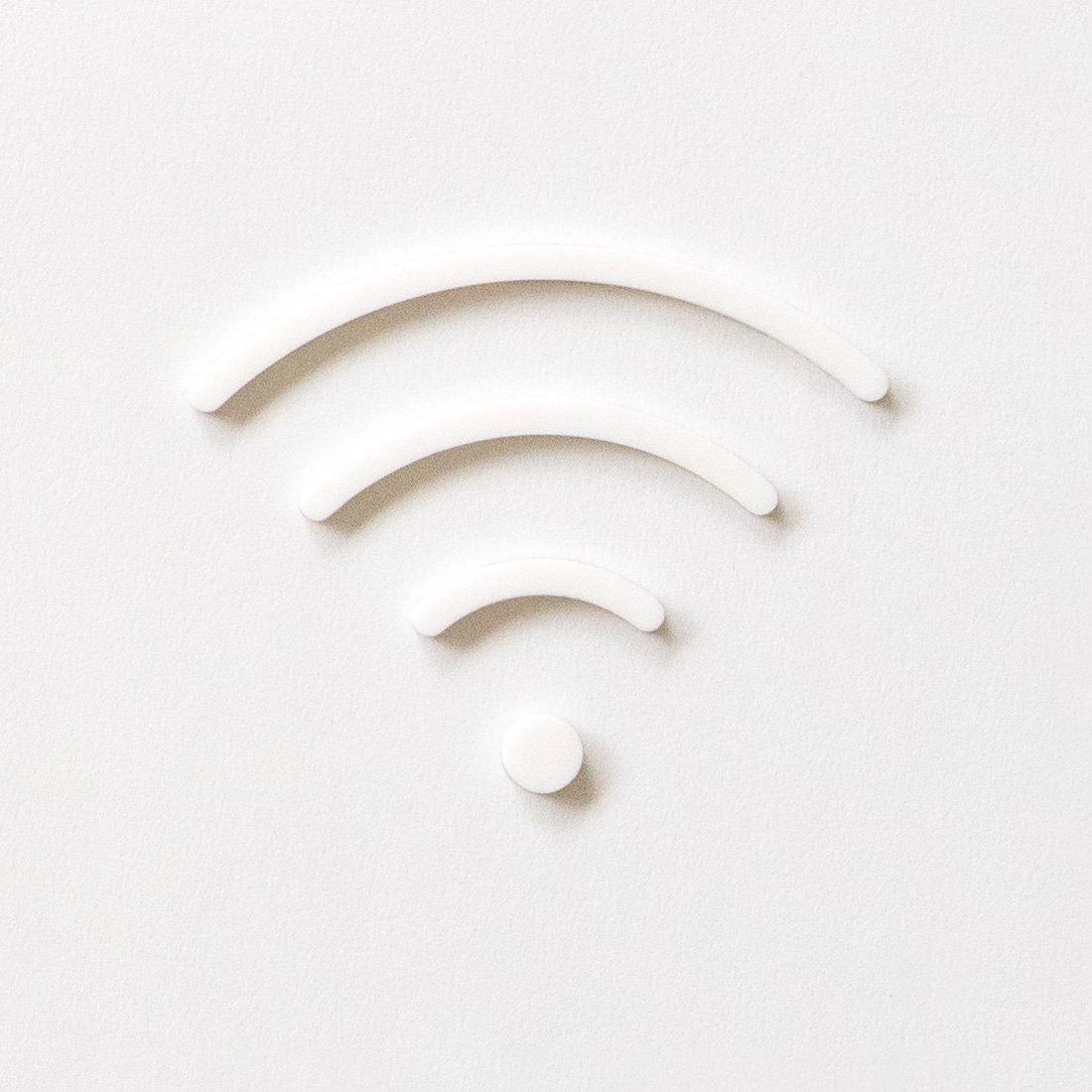 一般家庭やオフィス 公共スペースや宿泊施設など さまざまな場所にフィットするシンプルでクリーンな印象の Wi-Fi 無線LAN ピクトグラムサイン MOHEIM ふるさと割 white ホワイト 時間指定不可 公共スペース オフィス 宿泊施設 SIGN 備品 店舗 新築祝い RESTROOM 新築