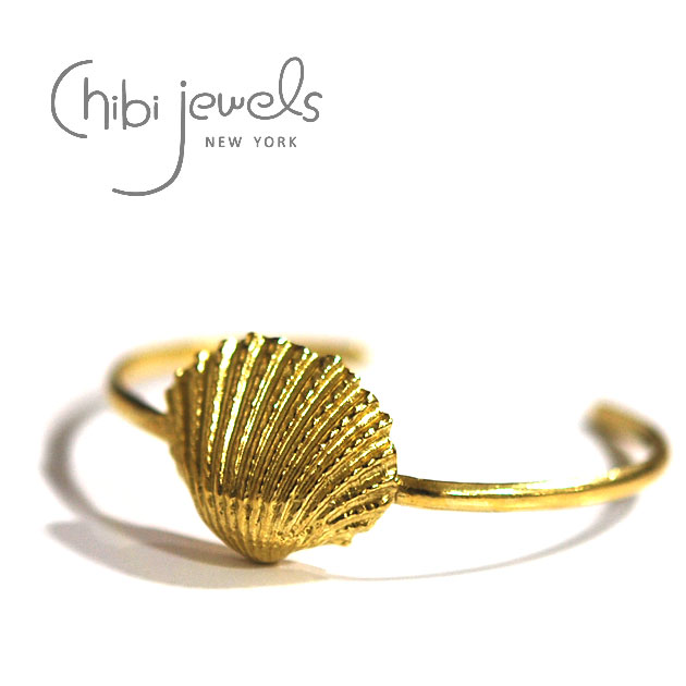 【CLASSY 雑誌掲載】【再入荷】≪chibi jewels≫ チビジュエルズ貝がらシェルモチーフ C型バングル Cockle Shell Cuff Bangle (Gold)【レディース】