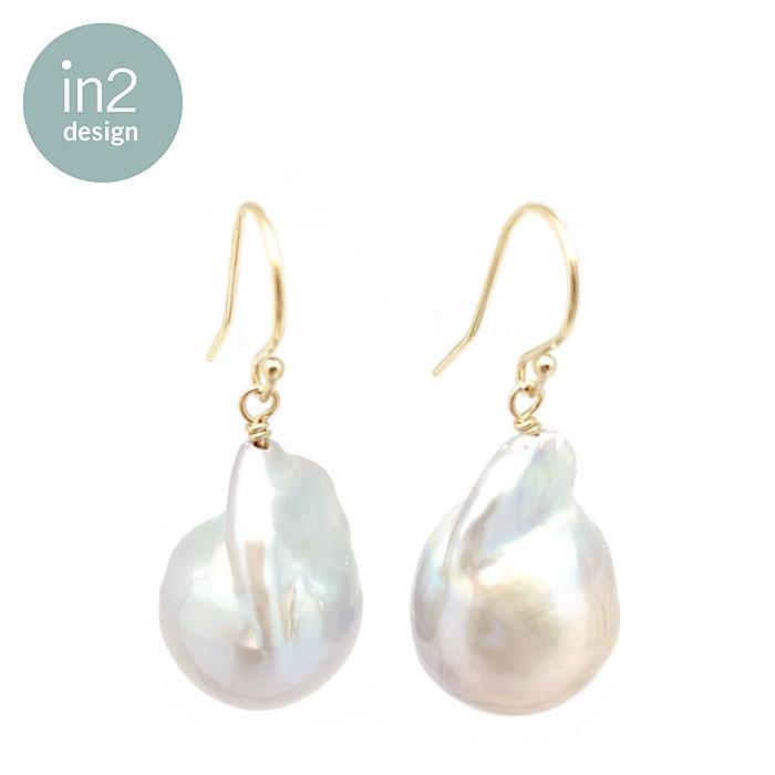 【待望の最新作】≪in 2 design≫ インツーデザン真珠 ブロック パール 大粒 フック ピアス Kate Baroque Pearl Earrings (Gold)【レディース】