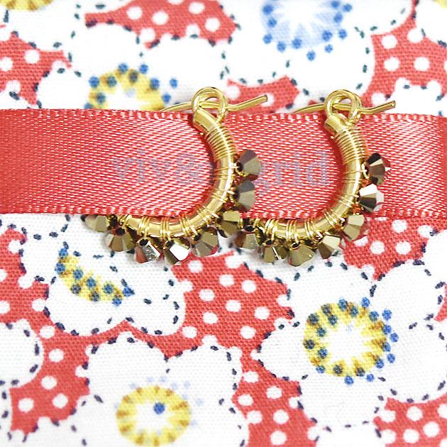 【再入荷】≪viv & ingrid≫ ヴィヴ&イングリッドメタリックゴールド ラップフープピアス XSサイズ Wrap Hoop Earrings (Metallic Swarovski)【レディース】
